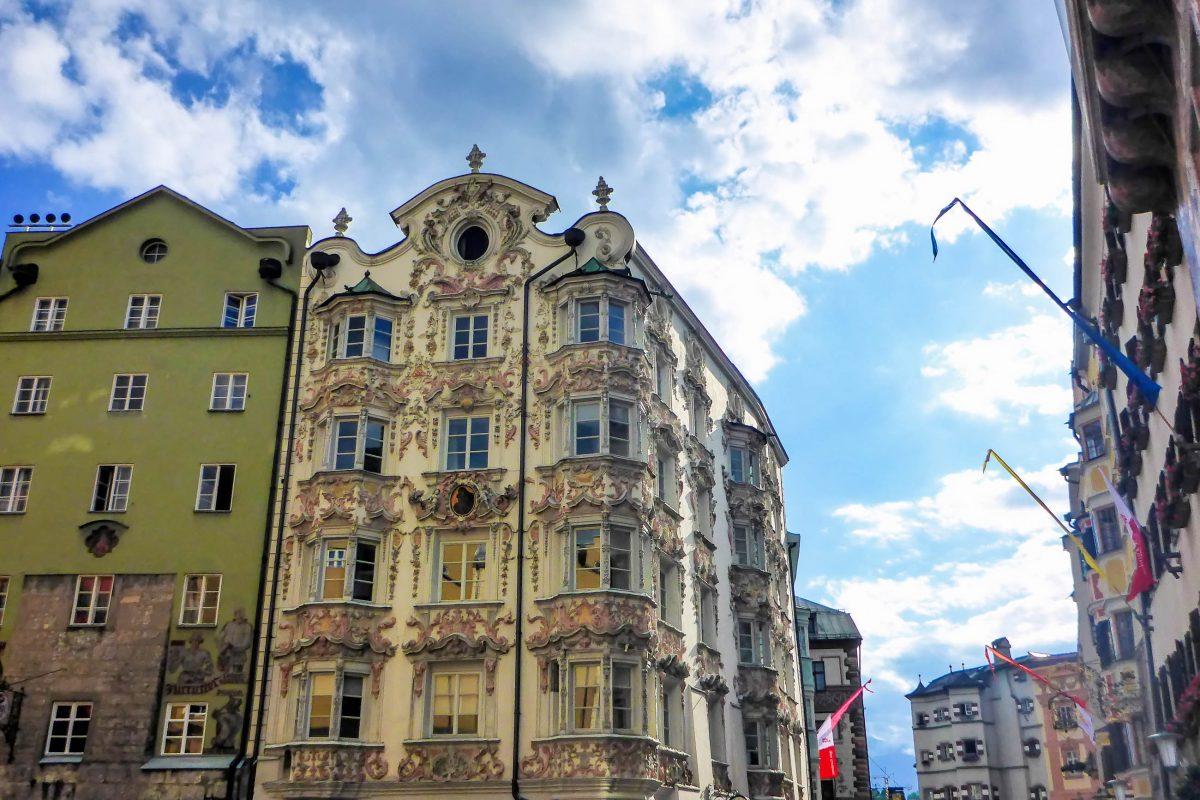 Das Helblinghaus im Zentrum von Innsbruck verdankt seine Berühmtheit den herrlichen Stuckverzierungen aus dem 17. Jahrhundert, Österreich - © Lila Pharao / franks-travelbox