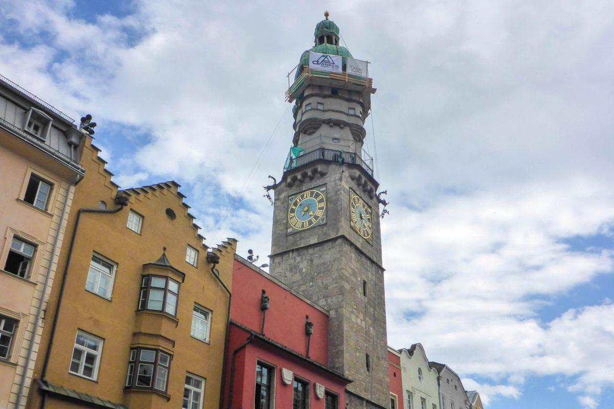 Der Stadtturm von Innsbruck wurde zwischen 1442 und 1450 errichtet und ist damit der älteste derartige Turm Österreichs - © Lila Pharao / franks-travelbox