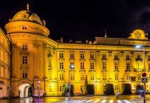 Die prunkvolle Hofburg in Innsbruck entstand zum Großteil unter Kaiserin Maria Theresia und fungierte bis 1918 als Alpen-Residenz der Habsburger, Österreich - © Leonid Andronov / Shutterstock