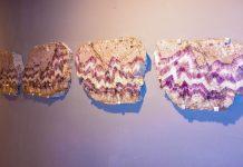 Der Bänder-Amethyst, der im niederösterreichischen Maissau in einer der größten Adern der Welt vorkommt, zeichnet sich durch ein dunkelviolettes Zick-Zack-Muster aus, Österreich - © Lila Pharao / franks-travelbox