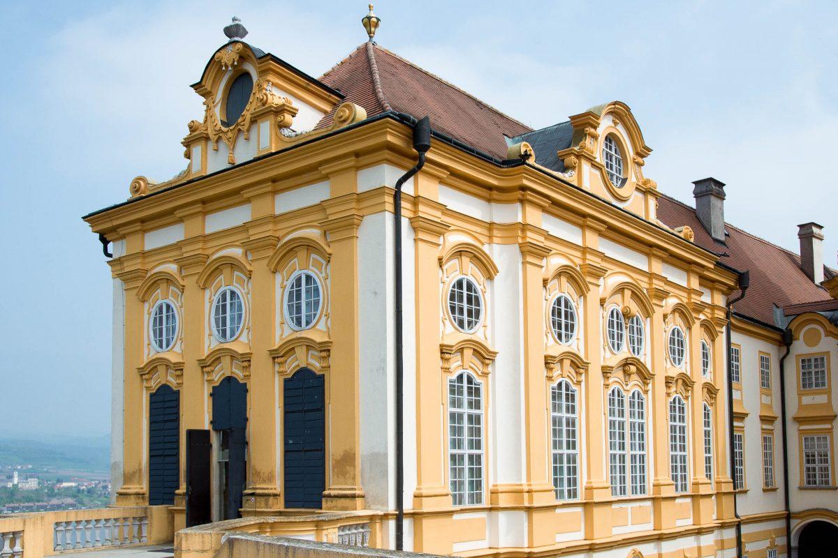 Am Westende von Stift Melk liegt die Bibliothek, die einige der wertvollsten schriftlichen Erbstücke aus dem Mittelalter beherbergt, Österreich - © James Camel / franks-travelbox