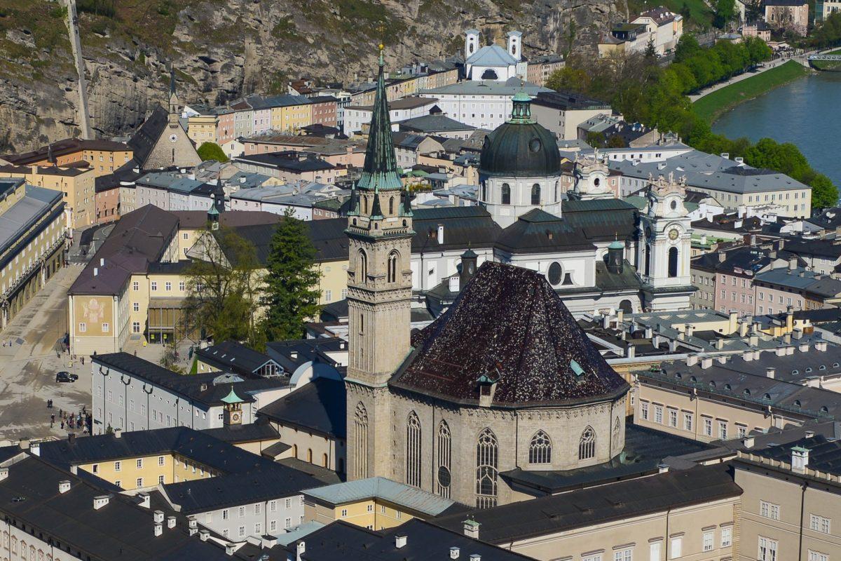Als eine der ältesten Kirchen Salzburgs gehört die Franziskanerkirche zu den wichtigsten Baudenkmälern der Stadt, Österreich - © James Camel / franks-travelbox