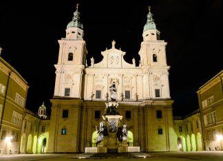 Der mehrmals zerstörte und wieder aufgebaute Salzburger Dom ist heute die größte Kirche und eines der Wahrzeichen von Salzburg, Österreich - © James Camel / franks-travelbox.com