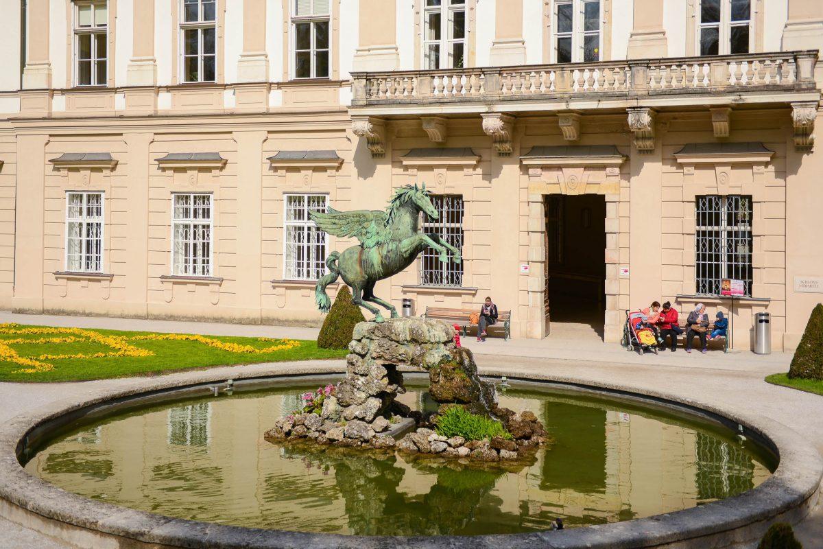 Der Pegasus-Brunnen vor dem Schloss Mirabell in Salzburg ist ein beliebtes Motiv für Hochzeitsfotos, Österreich6 - © James Camel / franks-travelbox.com