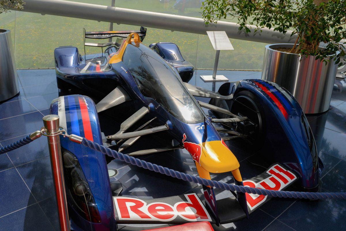 """Der Rennwagen """"Red Bull X2010 S.Vettel"""" im Hangar 7 von Salzburg wurde als perfekte Rennmaschine mit 1.483 PS entwickelt, Österreich - © James Camel / franks-travelbox"""