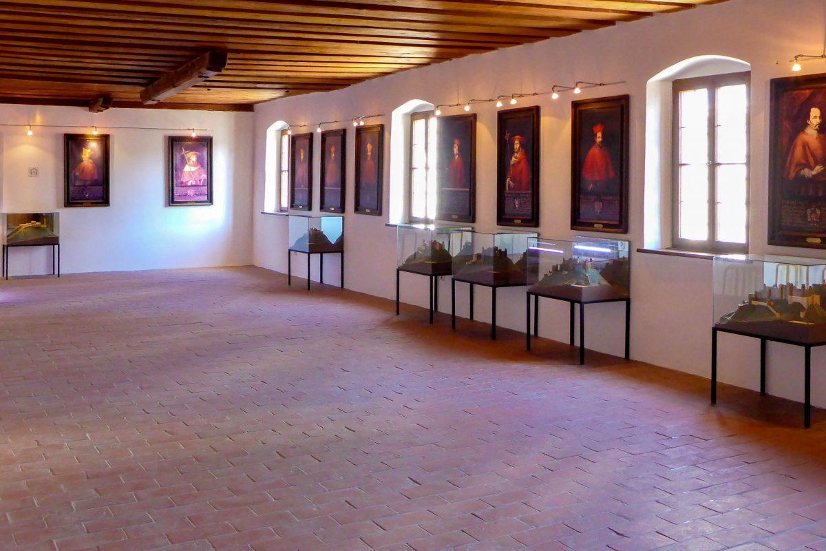 Die einzelnen Stadien der Hohensalzburg unter den Erzbischöfen können mit Hilfe von Modellen im Festungsmuseum nachvollzogen werden, Salzburg, Österreich - © Lila Pharao / franks-travelbox.c