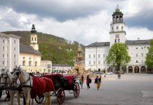 Erzbischof Wolf Dietrich von Raitenau veranlasste ab 1587 auch die Schleifung von 55 Bürgerhäusern für den Bau des Residenzplatzes in Salzburg, Österreich - © James Camel / franks-travelbox