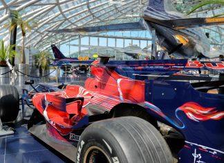 Formel 1 Wagen und Flugzeuge schaffen im Hangar 7 in Salzburg eine einzigartige Kulisse für Kunstausstellungen oder kulinarische Genüsse, Österreich - © James Camel / franks-travelbox