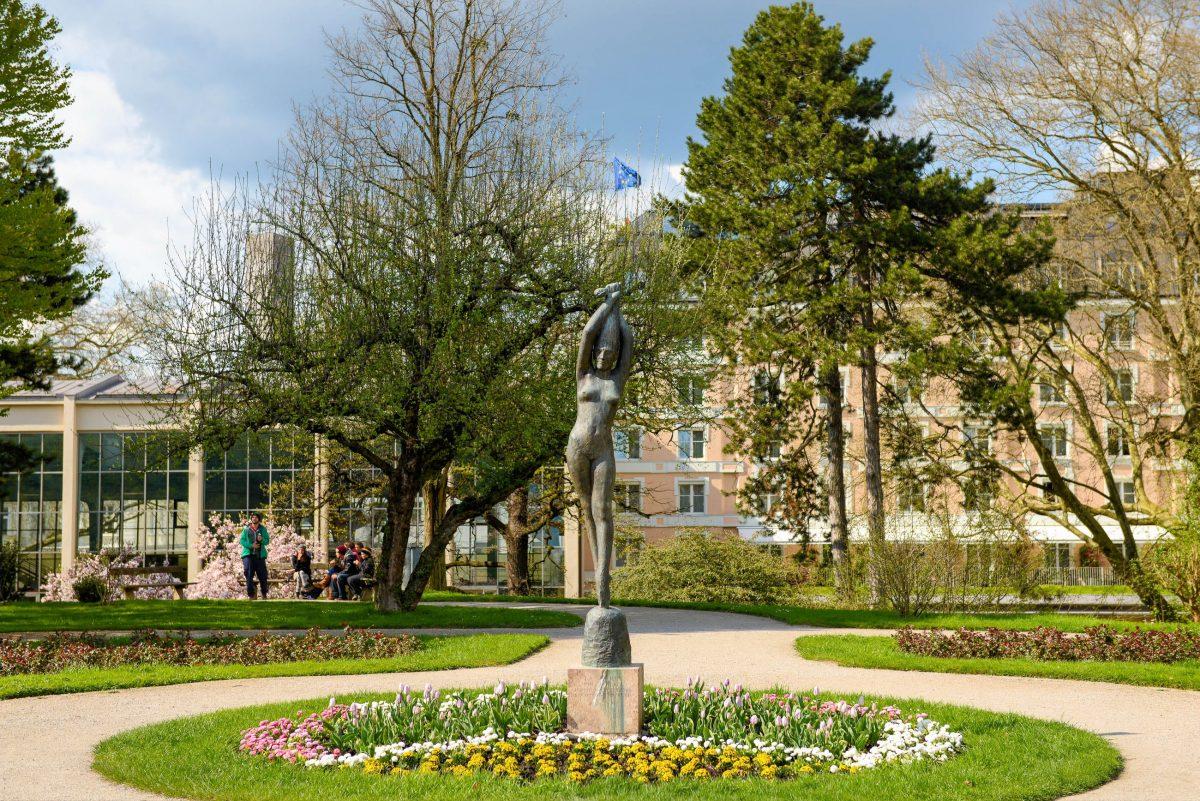 Im Salzburger Mirabellgarten gibt es neben den wunderschön angelegten Wegen und Blumenarrangements auch jede Menge bildhauerischer Schätze zu entdecken, Österreich - © James Camel / franks-travelbox.com