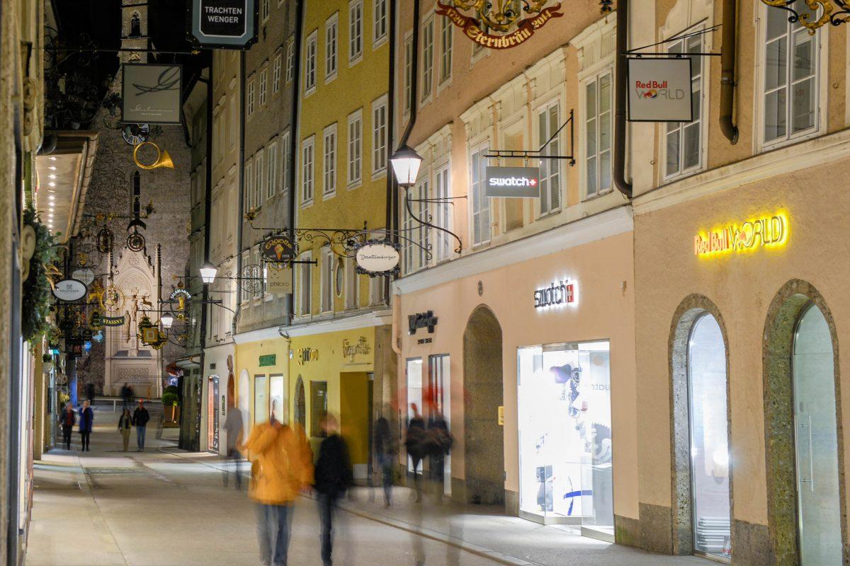 Wer die Getreidegasse in Salzburg in aller Ruhe genießen möchte, sollte sie außerhalb der Saison am Abend besuchen, Österreich - © James Camel / franks-travelbox.com