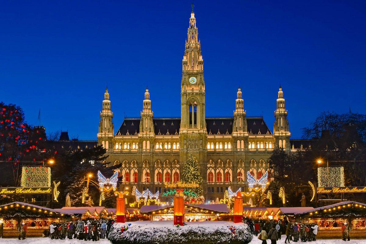 3 Millionen Besucher verzeichnet der Weihnachtsmarkt auf dem Rathausplatz jedes Jahr, Wien, Österreich - © Burben / Shutterstock