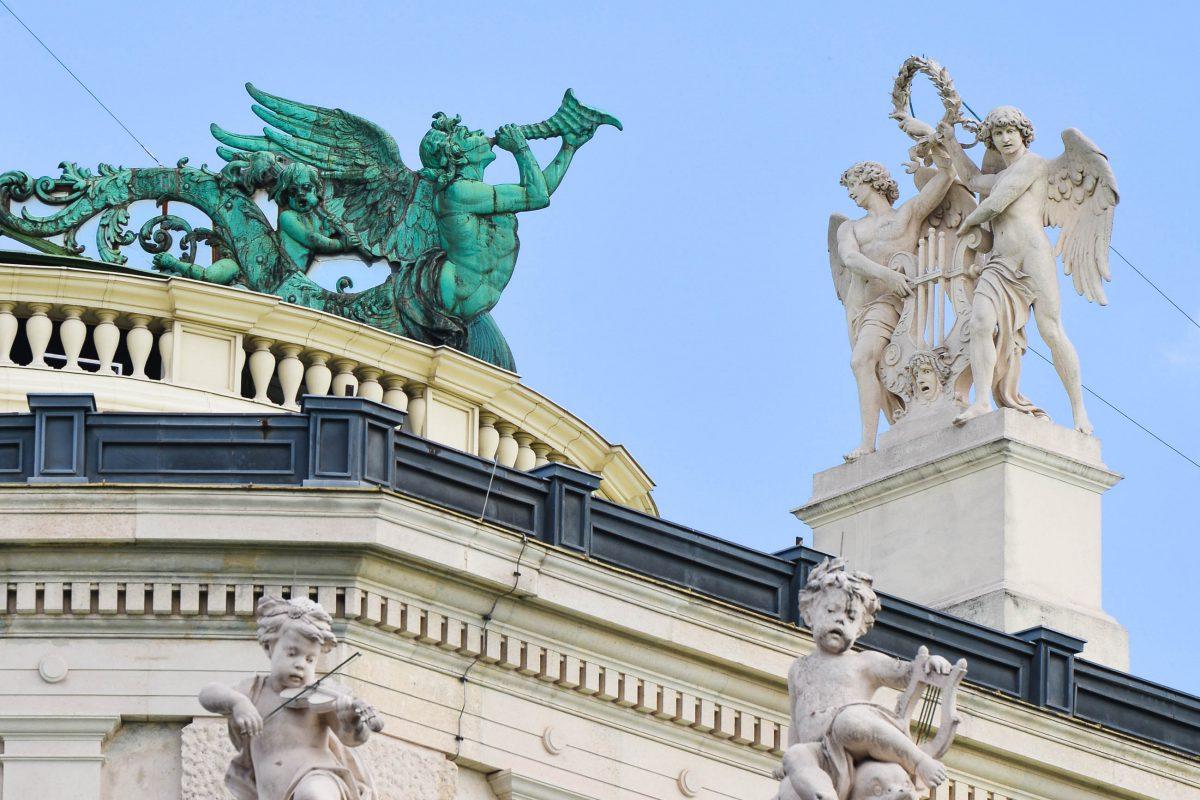 Am Dach des Burgtheaters in Wien kann man Interessantes entdecken, Österreich - © FRASHO / franks-travelbox