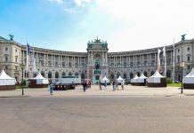 Am Heldenplatz finden immer wieder Veranstaltungen statt; im Hintergrund das Prinz Eugen-Denkmal und die Nationalbibliothek, Wien, Österreich - © FRASHO / franks-travelbox