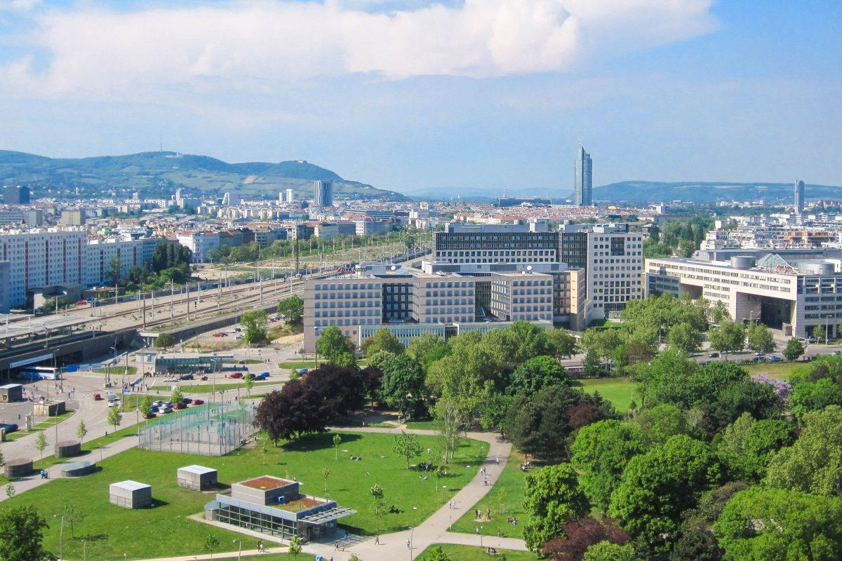Blick vom Riesenrad in Wien in Richtung Kahlenberg, Österreich - © Tiefkuehlfan CC BY-SA3.0/Wiki
