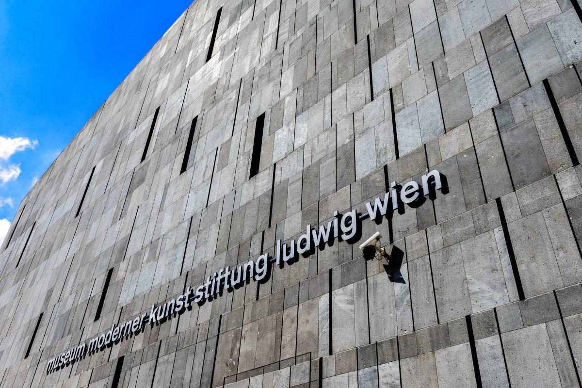 Das mit schwarzem Vulkangestein verkleidete MUMOK in Wien (Museum Moderner Kunst) präsentiert insgesamt 9.000 Ausstellungsstücke, Österreich - © FRASHO / franks-travelbox