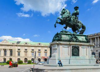 Das Reiterstandbild des berühmten Feldherrn und Türkenbezwingers Prinz Eugen am Heldenplatz in Wien, Österreich - © FRASHO / franks-travelbox