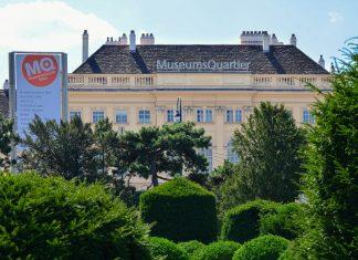 Das Wiener Museumsquartier, kurz auch MQ genannt, ist schon von weitem zu sehen, Österreich - © FRASHO / franks-travelbox