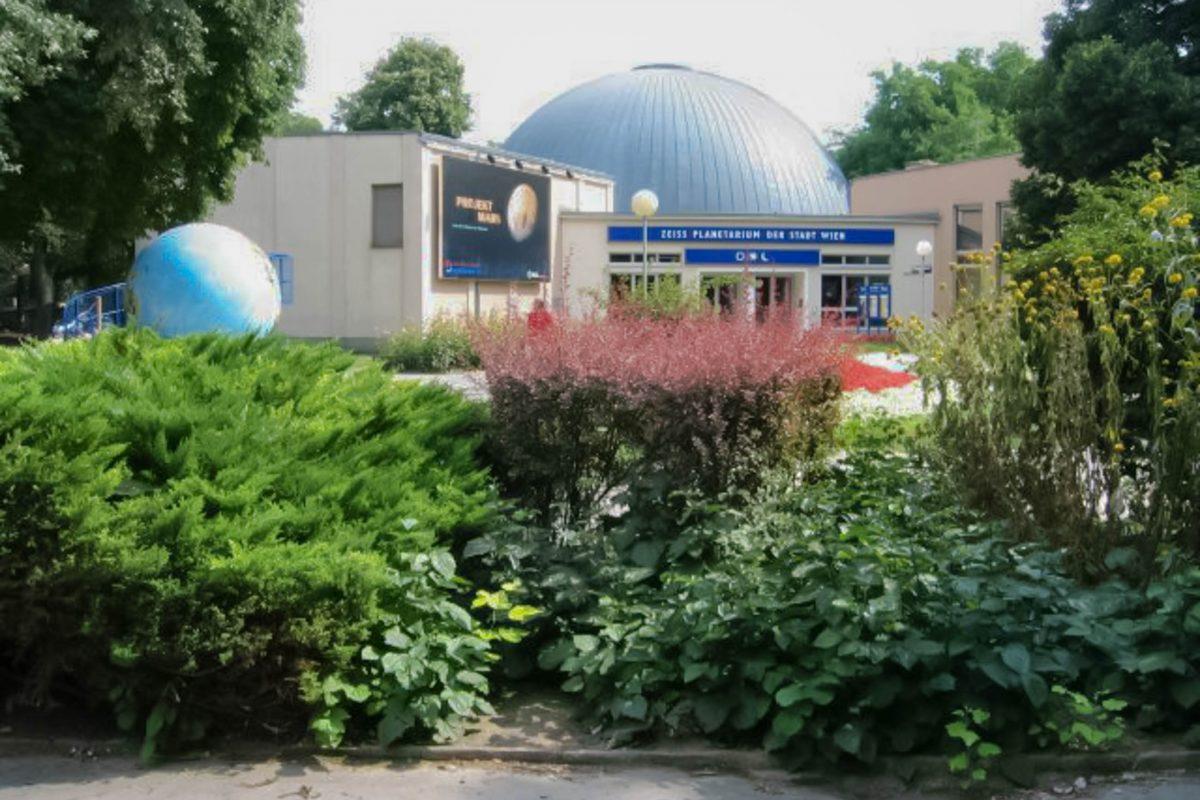 Das Zeiss Planetarium im Wiener Prater zählt mit seinen Projektoren und einem Kinosaal für 240 Personen zu den modernsten Planetarien der Welt, Österreich - © Priwo PD/Wiki