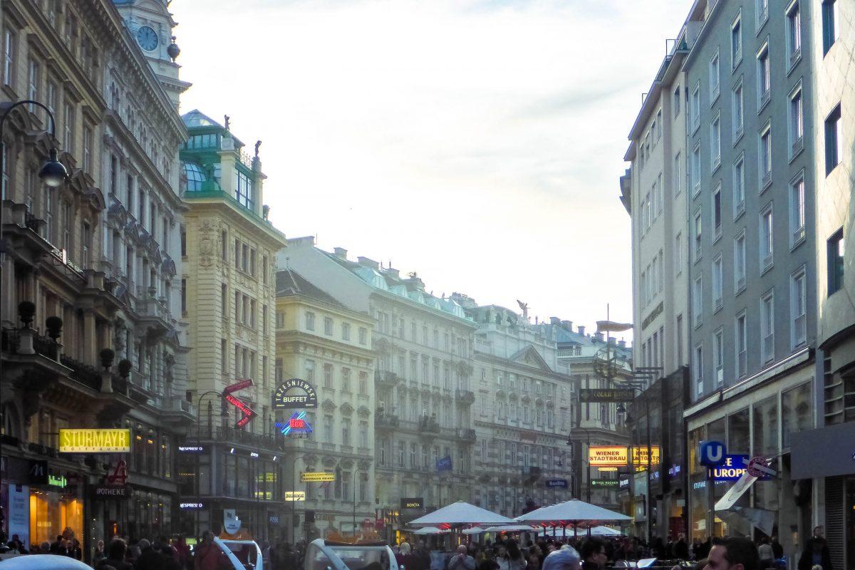 Der Graben zählt nicht nur zu den elegantesten und teuersten Einkaufsstraßen Wiens, sondern lockt auch mit zahlreichen traditionellen Cafés, Österreich - © Lila Pharao / franks-travelbox
