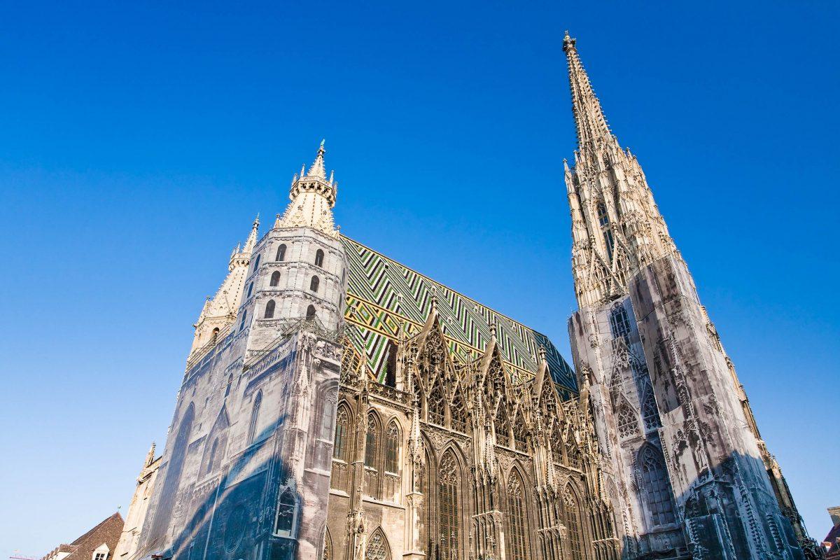 Der Stephansdom, das Wahrzeichen der Stadt Wien mit seinem alles überragenden Südturm, Österreich - © vvoe / Fotolia
