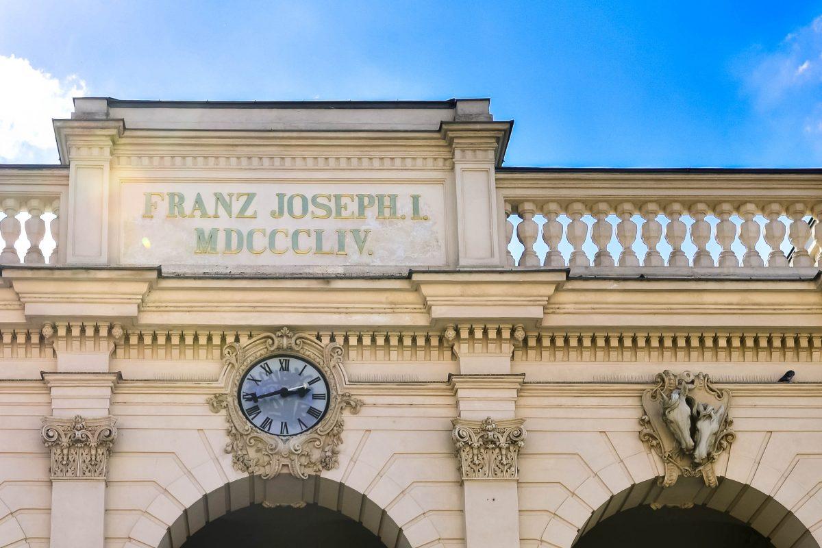 Detailansicht der denkmalgeschützten Fassade der Winterreithalle in dem die Kunsthalle Wien untergebracht ist, Österreich - © FRASHO / franks-travelbox