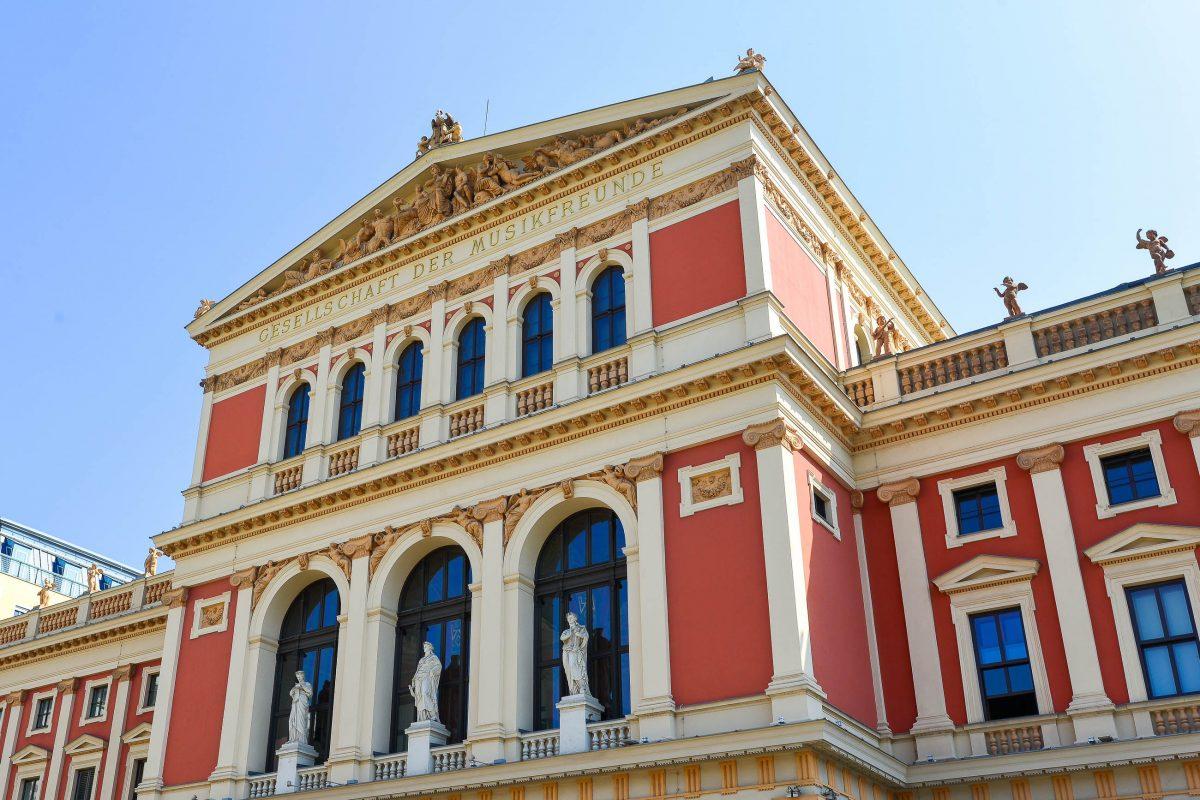 Die antiken Säulen und Giebelreliefs des Musikvereins-Hauses in Wien machen das eindrucksvolle Gebäude tatsächlich zu einem Tempel der Musik, Österreich - © FRASHO / franks-travelbox