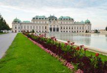 Die eindrucksvollen barocken Räumlichkeiten des Schlosses Belvedere werden nach wie vor als Museum genutzt, Wien, Österreich - © FRASHO / franks-travelbox