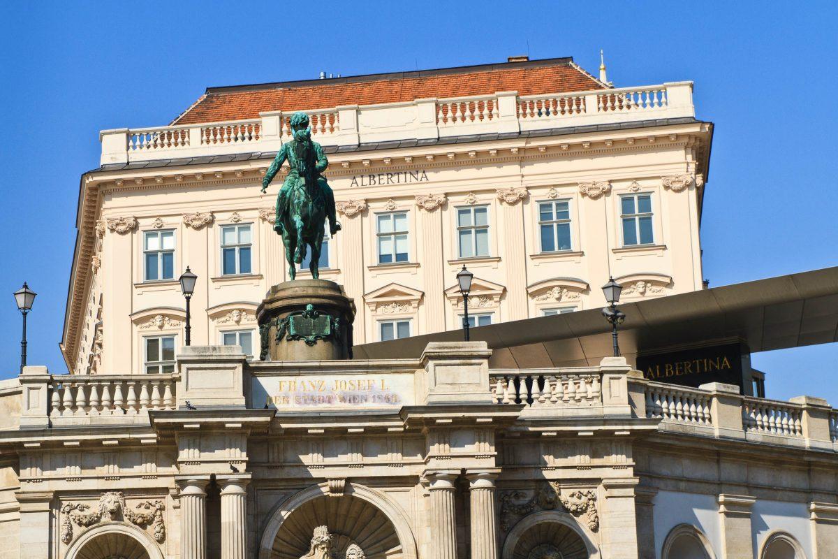 Die Gemälde in der Albertina sind zum Großteil Leihgaben und stammen von großen Namen wie da Vinci, Picasso, Monet, Michelangelo, Rubens, Rembrandt, Klimt und Schiele, Wien, Österreich - © Bertl123 / Shutterstock