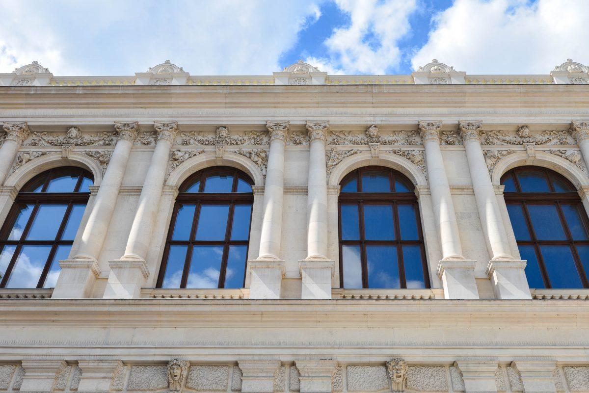 Die gesamte Fassade des Wiener Burgtheater ist sehenswert, Österreich - © FRASHO / franks-travelbox
