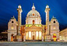 Die Karlskirche an der Südseite des Karlsplatzes zählt zu den bedeutendsten Gotteshäusern von Wien, Österreich - © Tstudio / Shutterstock