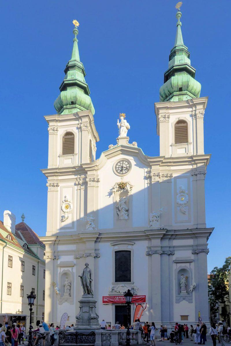 Einem Bildnis in der 1660 geweihten Mariahilfer Kirche hat die berühmte Shopping-Meile in Wien ihren Namen zu verdanken, Österreich - © Gugerell CC0 1.0/Wiki
