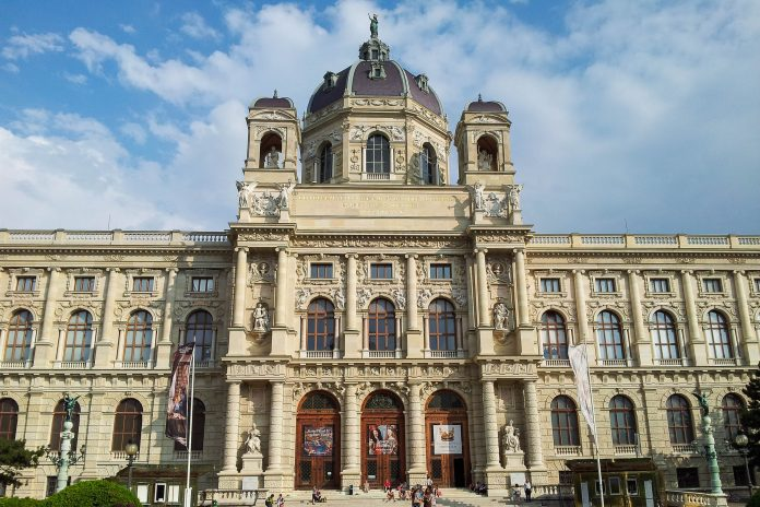 Hauptportal des Kunsthistorischen Museums in Wien, Österreich, eines der größten und bedeutendsten Museen der Welt - © Lila Pharao / franks-travelbox