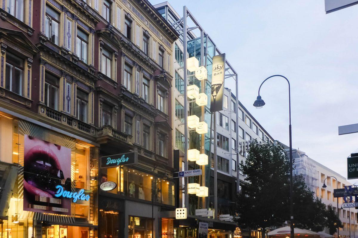 Im Steffl an der Kärntnerstraße Nr. 19 gibt es nicht nur Designermode zu kaufen, sondern auch das Café und Restaurant der Sky Bar, Wien, Österreich - © Lila Pharao / franks-travelbox