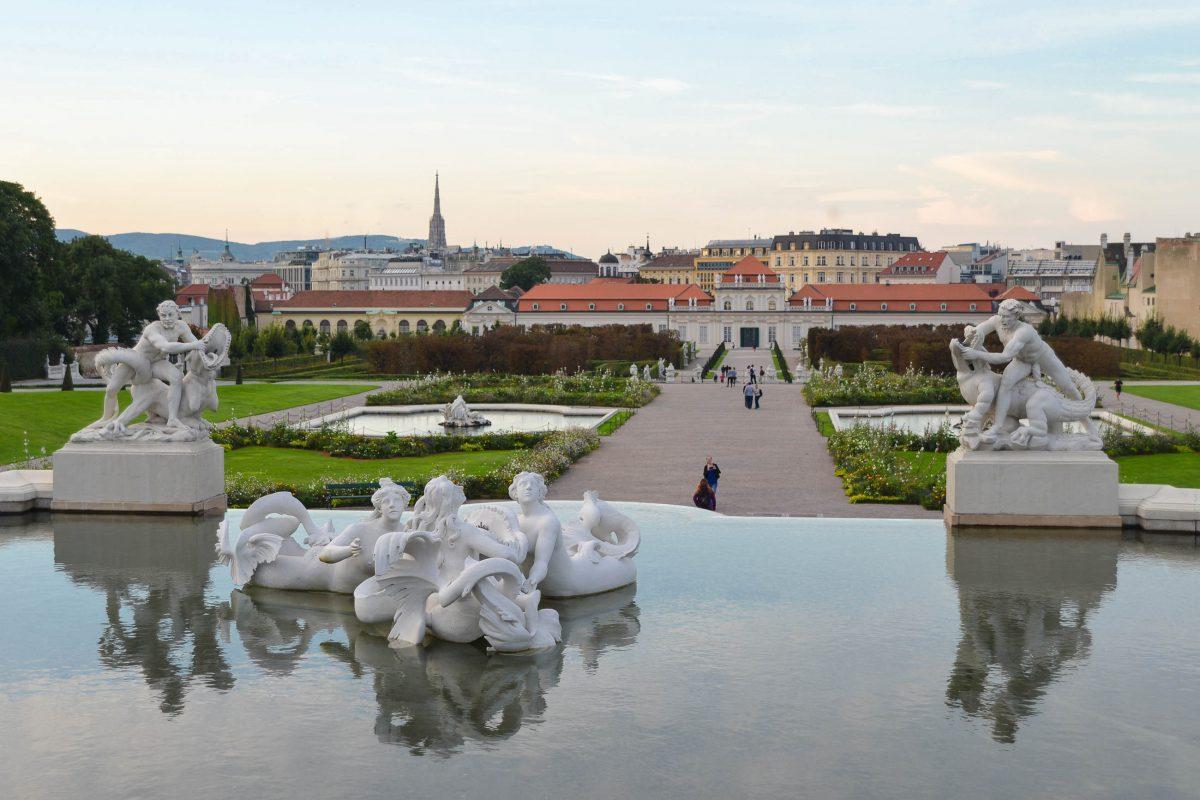 Oberes und Unteres Belvedere sind seit ihrer Erbauung durch einen traumhaften Barockgarten miteinander verbunden, Wien, Österreich - © FRASHO / franks-travelbox