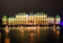 Seit 2003 verzaubern 40 edle Verkaufsstände ihre Besucher vor dem Schloss Belvedere mit prachtvollem Lichterglanz und opulentem Barock, Wien, Österreich - © Renata Sedmakova / Shutterstock