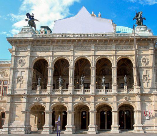 Über 50 Vorstellungen, sowohl Oper als auch Ballett, begeistern die Zuschauer der Wiener Staatsoper an über 300 Tagen im Jahr, Österreich - © Aleksandar Todorovic / Shutterstock