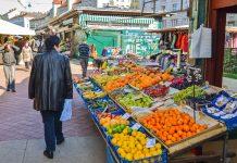 Von den einst zahlreichen Bauernmärkten in Wien ist der traditionelle Naschmarkt einer der letzten, der bis heute besteht, Österreich - © cesc_assawin / Shutterstock