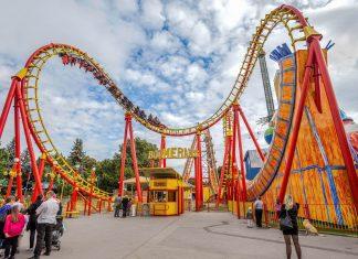Zahlreiche Attraktionen sorgen im Wiener Prater mit extremen Geschwindigkeiten und rasanten Höhenflügen für pures Adrenalin, Österreich - © graphia / Shutterstock
