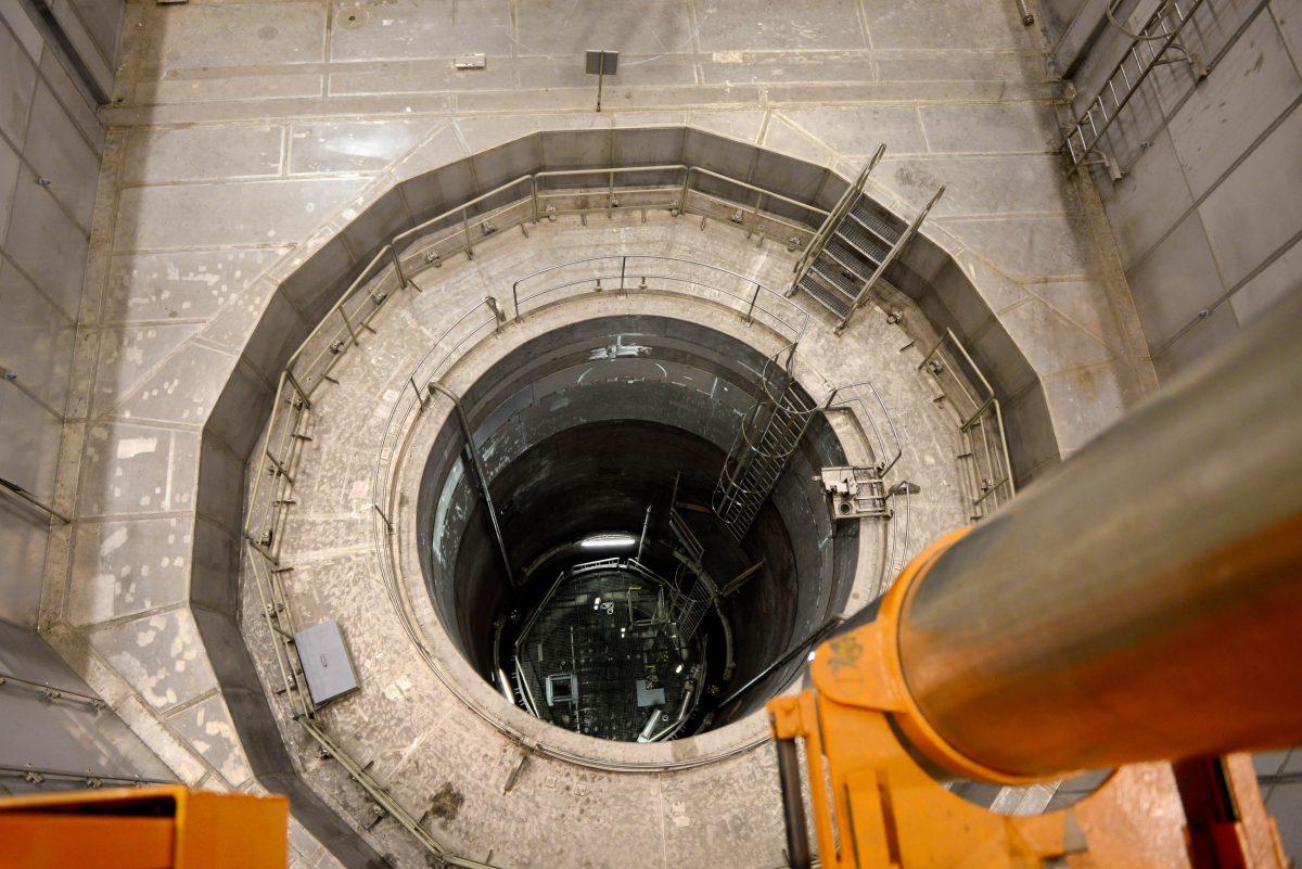 Nirgendwo auf der Welt außer in Zwentendorf, Österreich, ist der Blick in den Reaktorschacht eines Atomkraftwerks möglich - © James Camel / franks-travelbox