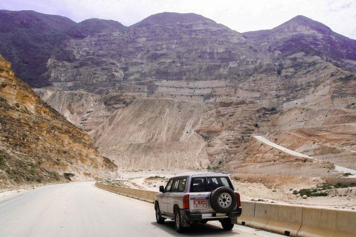 Auf dieser Felswand führt die Zig-Zag-Road nach oben, Oman - © FRASHO, franks-travelbox