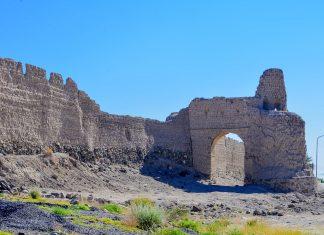 Die Stadtmauer von Bahla im nördlichen Oman besteht zur Gänze aus Lehmziegeln und wurde vor rund 600 Jahren errichtet - © FRASHO / franks-travelbox