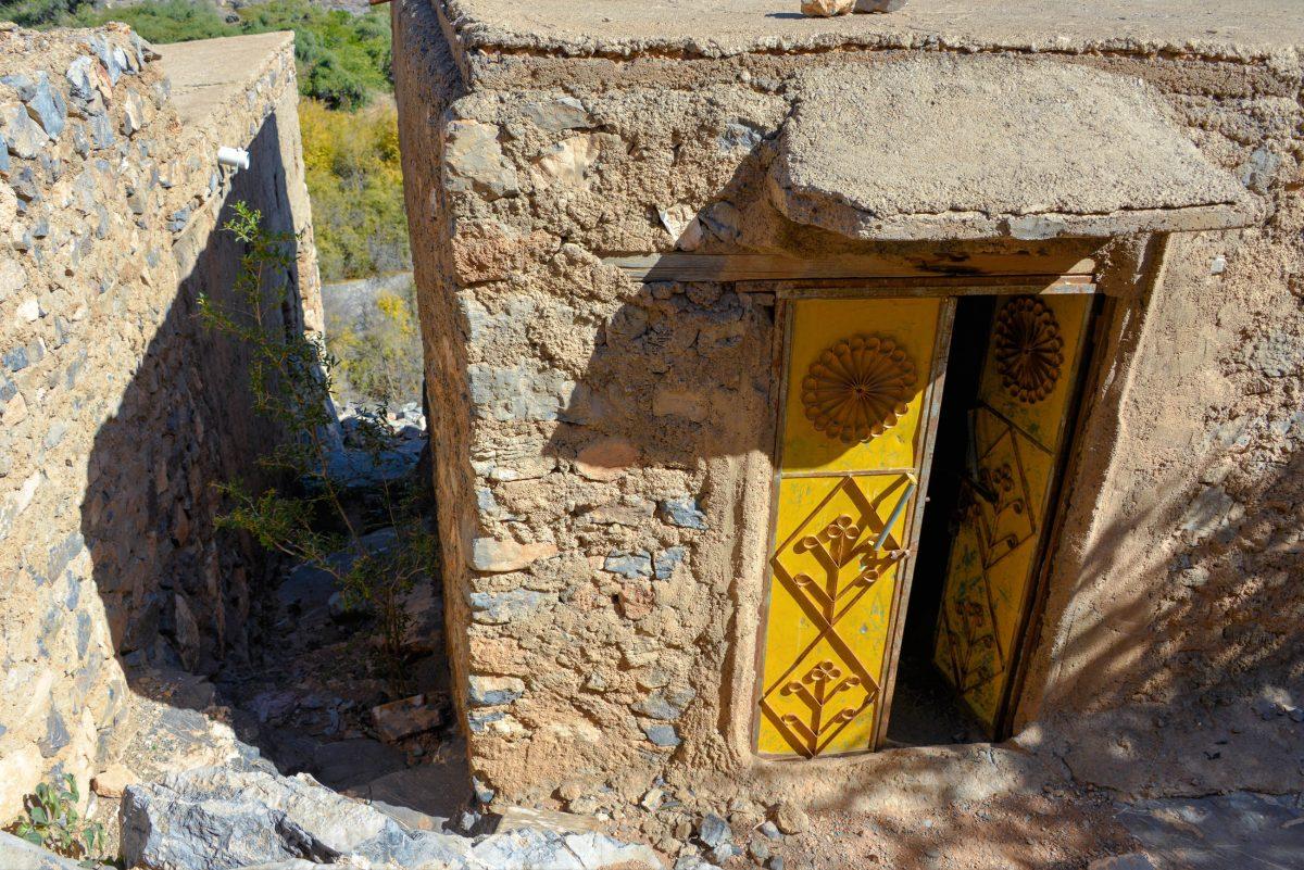 Bei manchen Lehmhütten im Wadi bani Habib ist auch ihr Inneres für Besucher zugänglich, Oman - © FRASHO / franks-travelbox