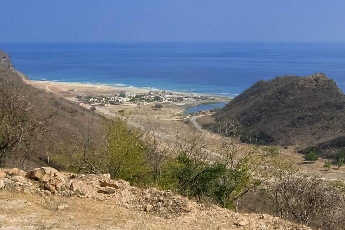 Blick auf das Fischerdorf Rakhyut, Oman - © FRASHO, franks-travelbox