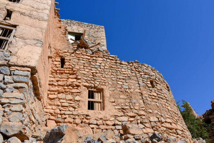 Das Baumaterial für die einfachen Häuser im schwer zugänglichen Wadi bani Habib stammen alle aus der unmittelbaren Umgebung, Oman - © FRASHO / franks-travelbox