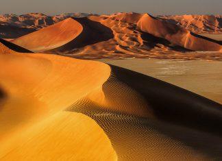 Die Sandwüste Rub al-Khali liegt im Süden der arabischen Halbinsel und erstreckt sich über die Vereinigten Arabischen Emirate, Saudi-Arabien, Jemen und Oman - © Frantisek Staud / Shutterstock