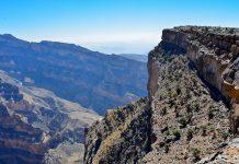 Die Wadi Nakhar Schlucht wird auch als der Grand Canyon des Oman bezeichnet und kann von Nizwa über Al-Hamra erreicht werden - © FRASHO / franks-travelbox