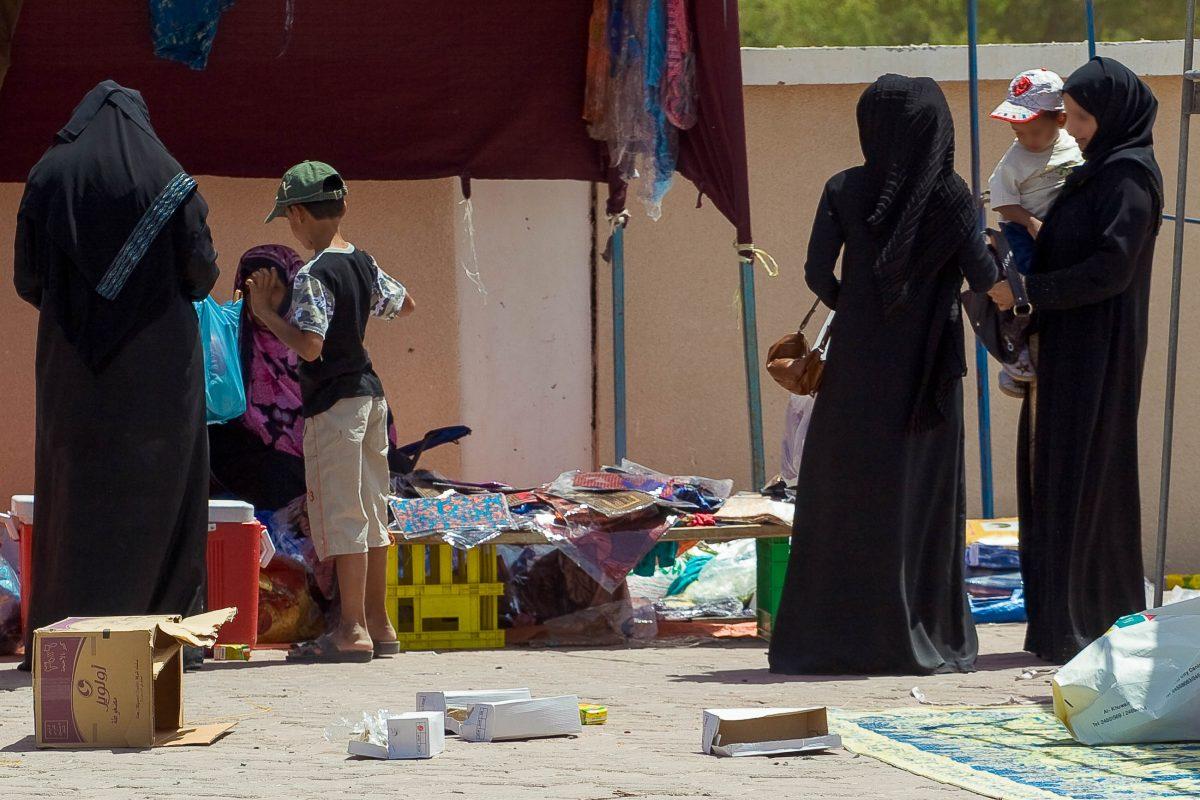 Besonders bekannt und einzigartig im Oman ist der Frauenmarkt von Ibra, der an das städtische Krankenhaus angrenzt - ©