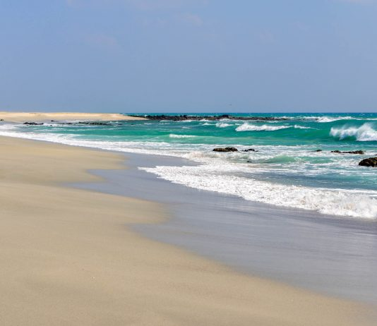 Masirah liegt etwa 12km vor der Küste des Oman im Arabischen Meer und bietet seinen wenigen Besuchern unvergessliche Stranderlebnisse - © FRASHO / franks-travelbox