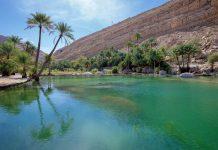 Mehrere Quellen, unter anderem Ain Hamouda, Ain al Sarooj und Ain Dawwa, sorgen im Wadi Bani Khalid für die Wasserversorgung der sonst staubtrockenen Umgebung, Oman - © FRASHO / franks-travelbox