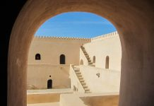 Der Besucherandrang der Festung Al Mintarib ist nicht sehr groß, wenn überhaupt, dann trifft man einige Individualtouristen oder Reisende mit eigenem Guide und Fahrer, Oman - © FRASHO / franks-travelbox